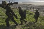 """Lực lượng Phòng vệ Nhật """"lặng lẽ ẩn náu"""" ở các căn cứ Okinawa quân Mỹ"""