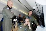 Tư lệnh Mỹ ngồi máy bay P-8A tuần tra Biển Đông, Philippines hoan nghênh
