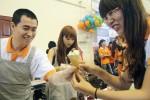 Hàng nghìn bạn trẻ xếp hàng ăn kem miễn phí