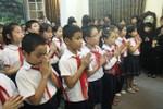 Video: Học sinh trường cũ xúc động vào viếng thầy giáo Võ Nguyên Giáp