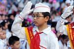 Giáo viên, học sinh, sinh viên trực tiếp hát Quốc ca tại Lễ Chào cờ