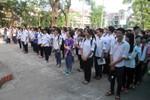 Học trò thi tốt nghiệp trong tiết trời nắng nóng