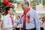 Giáo sư Nguyễn Thiện Nhân phỏng vấn học sinh nhân ngày khai trường