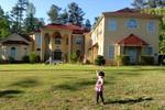 Cận cảnh biệt thự 112 cửa sổ ở Mỹ của danh hài Thúy Nga