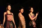3 hoa hậu Việt Nam 2006, 2008, 2010 kiêu sa sải bước