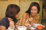 Thu Minh, Xuân Lan, Hà Anh la cà ăn vặt