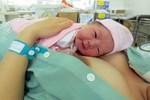 Tự sinh con ở nhà là rất nguy hiểm cho cả mẹ và bé