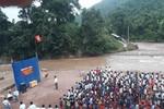 Xúc động hình ảnh 855 học sinh huyện Mường Tè khai giảng bên bờ suối