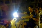 Clip: Quái xế bốc đầu, lạng lách trên đường Láng - Hòa Lạc