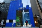 """'Người khổng lồ' Nokia và cái giá cho việc """"ngủ quên trên chiến thắng"""""""