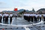 Chào cờ Tổ quốc trên chiến hạm uy lực Đinh Tiên Hoàng