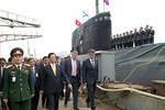 Ảnh: Thủ tướng Nguyễn Tấn Dũng thăm tàu ngầm Hà Nội