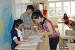 Sáng nay, thí sinh làm thủ tục dự thi đợt 1 kỳ thi ĐH 2013