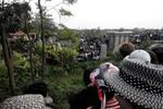 Hà Nội: Phát hiện xác người bị đốt cháy xém bên bờ đê sông Nhuệ