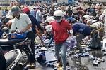 """Vụ hàng trăm người hôi của ở Đồng Nai: """"Đổ bia, trôi liêm sỉ"""""""