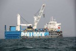 Tàu Rolldock Sea vận chuyển tàu ngầm Hà Nội đang neo đậu ở Cam Ranh
