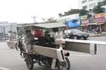 """Những kiểu """"làm xiếc"""" trên đường phố Hà Nội"""