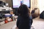 Bé gái 8 tuổi co giật vì xem phim kinh dị
