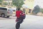 Video: Thanh niên bốc đầu Ducati trên đường Hà Nội
