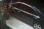 Video: Trộm gương Mercedes  dù được bọc cẩn thận