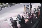 Video: Hai thanh niên đi ngược chiều gây tai nạn rồi bỏ chạy