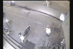 Video: Tên trộm tháo chạy khi xe máy rú còi báo động