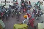 Video: Vừa quay mặt đi 20 giây mất Honda Vision