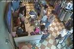 Video: Bắt tận tay cô gái  trộm điện thoại  trong cửa hàng quần áo