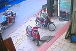 Video: Thanh niên ngoan cố trộm xe dù không nổ được máy
