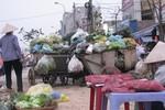"""Hà Nội: Người dân vật lộn với """"cuộc chiến"""" rác thải"""
