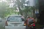 Video: Bất ngờ mở cửa xe taxi hất xe máy ngã văng ra đường