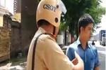 Xôn xao clip tranh cãi giữa CSGT và tài xế lái xe ôtô