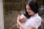 Lý Nhã Kỳ dịu dàng trong trang phục batik ở Indonesia