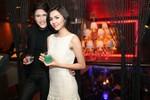 Cặp đôi tin đồn Next Top Model công khai thân mật trước đám đông