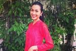 Tăng Thành Hà mặc áo bà ba chuẩn bị tiền lì xì đón Tết
