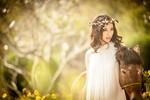 Hoa hậu Ngọc Diễm mặc váy trắng cưỡi ngựa lấy may