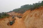 Dân lập chốt ngăn doanh nghiệp núp bóng dự án khai thác đất trái phép