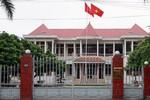 Bí thư Huyện uỷ An Dương bị khiển trách vì vụ cả nhà làm quan