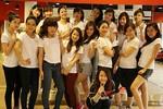 """17 nữ sinh đại học """"nhà giàu"""" RMIT dạo phố cổ làm từ thiện"""