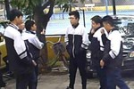 Học sinh phì phèo thuốc lá, hiệu trưởng cho vào đội xung kích