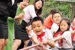 Học sinh tiểu học tranh tài thể dục, thể thao