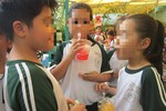 Trẻ có nguy cơ bị ung thư nếu uống nhiều nước ngọt có ga