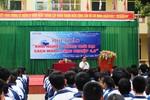 Cho em hỏi học sinh làm nhiều bài tập về nhà có ích cho giáo dục Việt Nam không?