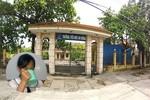 Khám sức khỏe cho học sinh bị uống nước giẻ lau bảng, không có gia đình cô Hương