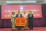 Bệnh viện Bạch Mai nhận cờ thi đua của Chính phủ
