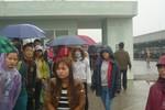 """Bị Hanosimex """"vắt"""" kiệt sức, hàng trăm công nhân tổ chức đình công dưới mưa"""