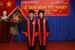 Hai vợ chồng sinh viên luật U70 tốt nghiệp