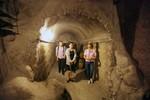 Khám phá hầm rượu dài 100m trên đỉnh núi Bà Nà