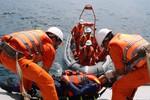 Cứu 7 ngư dân gặp nạn vì tránh bão Rammasun