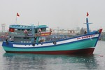 Clip hạ thủy tàu cá công suất lớn tiến ra vùng biển Hoàng Sa của Việt Nam